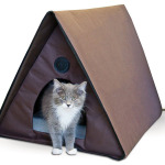 K&H Manufacturing Outdoor Kitty A-Frame Cat House Is Large Enough for 4 Cats