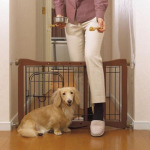Richell Wood Pet Sitter Gate Confines Your Small Pets Safely